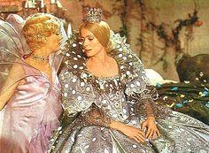 Peau d'Ane (Catherine Deneuve) -- La fee des lilacs et la robe de lune!