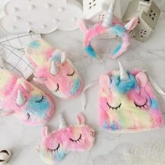 Cute unicorn design, ultra-soft and plush fleece fabric. The perfect sleepover set for any fan of the mighty elusive unicorn. Sizing Guide: Eye mask: Drawstring bag: Hair hoop: Slipper: womens M