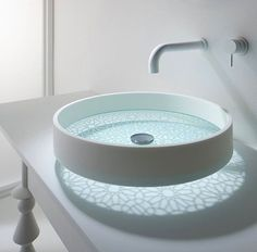 bathroom glass bottomed sink This futuristic sink you've never seen before. As usual sink design that takes form of sharing, ranging from basin bowl round, Lavabo Design, Sink Design, Washbasin Design, Bath Design, Architecture Design, Glass Basin, Glass Bowl Sink, Glass Vessel, Chic Bathrooms