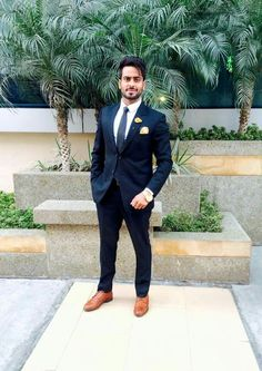 Mankirt Aulakh Swag Boys, Photography Poses For Men, Stylish Girl Pic, Famous Singers, Indian Celebrities, Mens Fashion Suits, Popular Music, Actor Model, Music Lovers