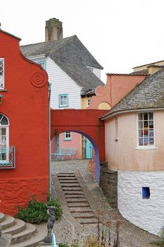The Ordinary Lovely: Portmeirion Village, North Wales. Cool Places To Visit, Places To Go, Port Meirion, Italian Village, Strange Places, Places Of Interest, Filming Locations, Weird And Wonderful, British Isles