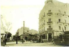 Primera foto de la Porta del Sol de Castelló al final del segle XIX.
