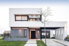 Estudio PikoHome PKH - Casa De La Palmera - Portal de Arquitectos Modern House Floor Plans, Modern Exterior House Designs, Dream House Exterior, Luxury Homes Dream Houses, Facade House, Architect Design, Modern Architecture, Beautiful Homes, New Homes