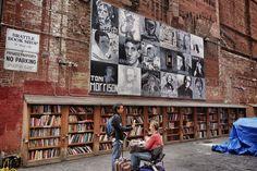 Da Milano a San Paolo, un viaggio fra librerie galleggianti, teatri recuperati e antiche cattedrali piene zeppe di scaffali