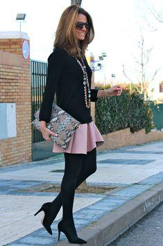 Un look ideal para ir hoy a la oficina el que nos propone SILVIA con nuestros STILETTOS (ref. 1820 PRECIO 79€) #PilarBurgos Podéis ver más fotos en su blog http://www.ohmylooks.com/2014/03/pink-touch-toque-rosa/