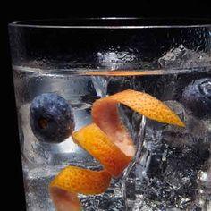 Gin tonic Brockmans con pomelo y arandanos