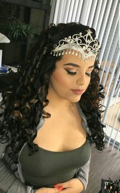 It's an excellent season to seem stylish! we have collected the best 79 of the most effective Quinceanera Hairstyles that may cause you to feel like a Queen Quince Hairstyles, Fancy Hairstyles, Wedding Hairstyles, Sweet 16 Hairstyles, Hairstyles 2018, Wedding Updo, Quinceanera Hairstyles, Quinceanera Dresses, Quinceanera Ideas