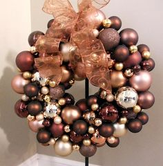 How to make an ornament wreath. Maybe this will help my weird wreath craving lately.