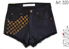 ASTURIAS INDUMENTARIA  Short de Jean, negro, elastizado, tiro alto, tachas damero. ART 320