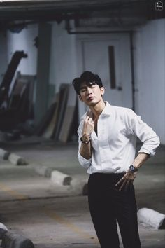(Mew Suppasit Jongcheveevat) Young Cute Boys, Thai Drama, Kdrama Actors, Tumblr Boys, Korean Men, Namjin, Asian Actors, Asian Boys, Actors & Actresses