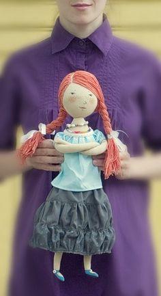 """Один человек решил сделать своей невесте подарок. Куклу. Она должна была стать тряпичной и такой, чтобы """"обнять и плакать"""". Да, и ещё было два условия, чтобы была…"""