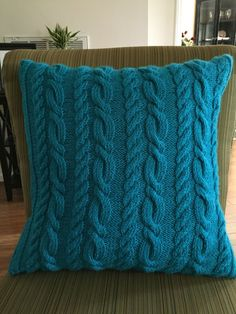 Comfy Double Cable Pillow by LauraFrancesStitches on Etsy Knitted Pouf, Knitted Cushions, Throw Cushions, Knitted Blankets, Knitting Projects, Knitting Patterns, Knitted Cushion Covers, Crochet Cable, Cute Pillows