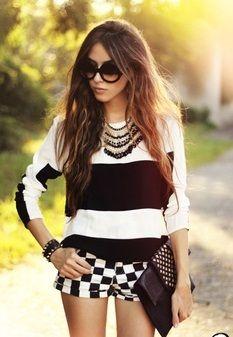 Mezcla de estampados con la tendencia black #Rayas #Cuadros #Tendencias #Moda