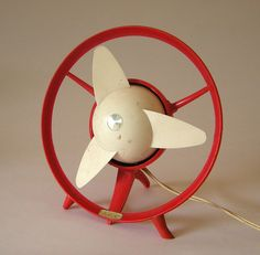GEC Sprite fan - Cavalier red and white, Antique Fans, Vintage Fans, Vintage Gifts, Cool Kids Rooms, Old Fan, Electric Fan, Design Movements, Vintage Office, Tecno