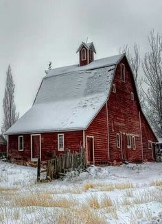 ♥Barn in the snow, wish I lived in there....!