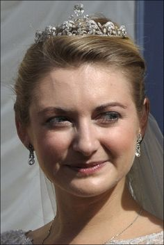 Hereditary Grand Duchess Stephanie wearing the Lannoy Diamond Tiara at her Wedding to Hereditary Grand Duke Guillaume on October 2012 Royal Brides, Royal Weddings, Invisible Crown, Bride Tiara, Diamond Tiara, Royal Jewelry, Tiaras And Crowns, Crown Jewels, Royal Fashion