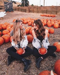 Perfect 60 Holiday Outfits Woman at Pumpkin Patch Photos Bff, Best Friend Pictures, Fall Photos, Fall Pics, Cute Fall Pictures, Friend Pics, Pumpkin Patch Pictures, Pumpkin Pics, Oki Doki