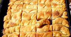 Από την ωραιότερη γλυκιά Κολοκυθόπιτα που θα έχετε φτιάξει και δοκιμάσει!!! ΥΛΙΚΑ ΚΑΙ ΕΚΤΕΛΕΣΗ Βάζουμε στο μπολ 1 κιλό αλεύρι,2 ποτήρ... Greek Recipes, Different Recipes, Apple Pie, Geo, Desserts, Tailgate Desserts, Deserts, Greek Food Recipes, Postres
