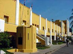 Antiguo Cuartel Moncada, Santiago de Cuba, Cuba  frente a este edificio yo vivi Durante  7 años de mi niñez.