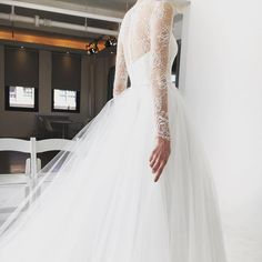 New York Bridal Fashion Week Show fall 2016 new collection wedding dress designer bridal gown catwalk runway back lace