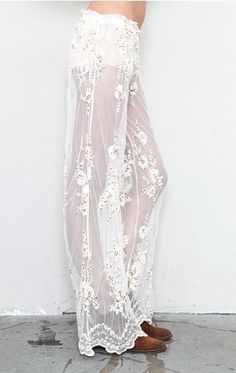 Photographic Proof Lace Pants Are Forever Bohemian Mode, Bohemian Style, Boho Chic, Style Bobo, Boho Outfits, Cute Outfits, Lace Pants, Sheer Pants, Chiffon Pants