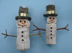 snowman wine cork ornaments crafts: I certainly have enough corks to do this!