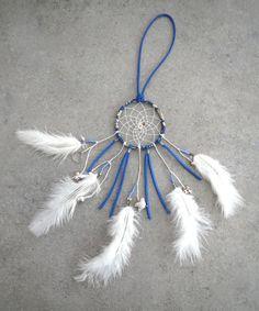 Dreamcatcher/ attrape rêves bleu et blanc, Liberty, plumes, oiseau, perles, charms