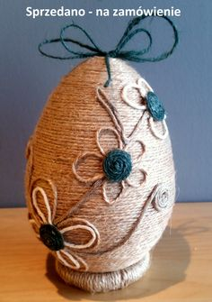 Rustic Christmas Ornaments, Felt Ornaments, Easter Projects, Easter Crafts, Easter Egg Designs, Jute Crafts, Coloring Easter Eggs, Egg Decorating, Button Crafts