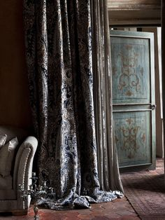 Luxurious curtains from the Lizzo Aberdeen Collection. | Photography by Marc van Praag lizzo.net