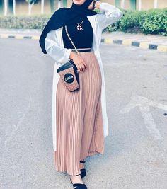 Hijab Turk 2019 et Style Moderne - Hijab Fashion and Chic St Hijab Fashion Summer, Modest Fashion Hijab, Modern Hijab Fashion, Modesty Fashion, Hijab Fashion Inspiration, Islamic Fashion, Abaya Fashion, Muslim Fashion, Mode Inspiration