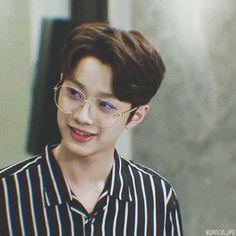 Wanna one Lai guanlin Fake Life, First Boyfriend, Guan Lin, Lai Guanlin, Lil Boy, Cute Poses, Seong, 3 In One, Boyfriend Material