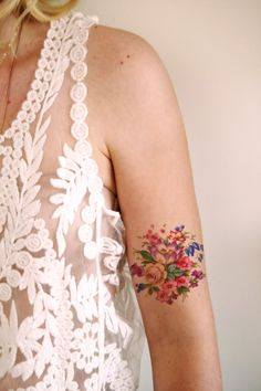 Temporary floral tattoo colorful to vintage / temporary tattoo temporary flower tattoo temporary / temporary tattoo bohemian / fake tattoo Fake Tattoos, Pretty Tattoos, Sexy Tattoos, Beautiful Tattoos, Temporary Tattoos, Flower Tattoos, Body Art Tattoos, Flower Bouquet Tattoo, Octopus Tattoos