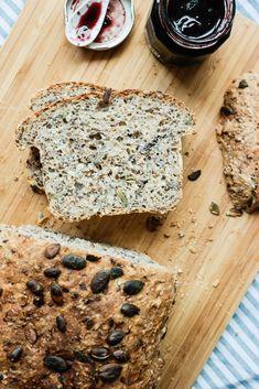 Har du lyst på maks energi og næring i et par brødskiver? Norwegian Food, Norwegian Recipes, English Food, Scones, Granola, Baked Goods, Berries, Food And Drink, Healthy Eating