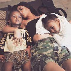 Kim Kardashian and Kanye West expecting third baby via surrogate , Kourtney Kardashian, Kardashian Family, Kardashian Jenner, Kardashian Fashion, Kardashian Photos, Cute Family, Baby Family, Family Goals, Mother Family