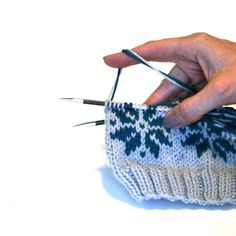 My Favorite Fair Isle Techniques - VeryPink offers knitting patterns and video . My Favorite Fair Isle Techniques - VeryPink features knit patterns and video tutorials by Staci Perry. Short technique videos and longer instructions . Knitting Help, Knitting Blogs, Knitting For Beginners, Loom Knitting, Knitting Stitches, Knitting Projects, Baby Knitting, Knitting Tutorials, Vintage Knitting
