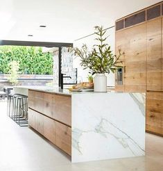 Modern Kitchen Interior - Last week, I wrote a post featuring 10 restaurant interiors to inspire your kitchen renovation Outdoor Kitchen Countertops, Modern Kitchen Cabinets, Marble Countertops, Modern Kitchen Design, Wood Cabinets, Interior Design Kitchen, Kitchen Wood, Modern Interior, Kitchen Appliances
