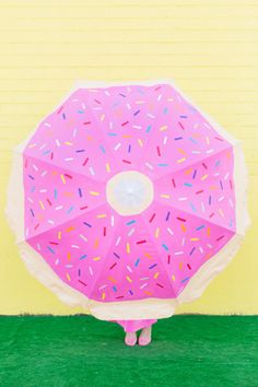 DIY Donut Beach Umbrella | studiodiy.com