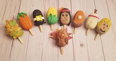 Thanksgiving themed cakesicles: Fall leaves, pumpkin, Pilgrim hat, corn, Indian girl, pumpkin pie slice, teepee, scarecrow, and turkey. Thanksgiving Cake Pops, Thanksgiving Snacks, Fall Decorated Cookies, Fall Cookies, Chocolate Covered Treats, Chocolate Covered Strawberries, Paletas Chocolate, Healthy Fruit Snacks, Magnum Paleta
