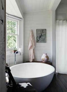 this might be the coolest bathtub we've ever seen.