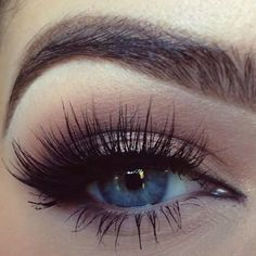 Perfect eyebrows, blue eyes and long eyelashes Pretty Makeup, Love Makeup, Makeup Inspo, Gorgeous Makeup, Eyebrow Beauty, Beauty Makeup, Makeup Goals, Makeup Tips, Makeup Ideas