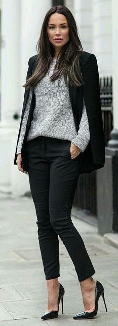 Office look | Grey sweater, slit blazer and chic skinnies