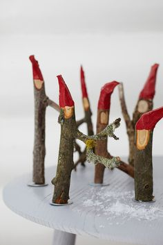 Cut your own sneezes- Snit dine egne nisser We count down to Christmas Eve with lots of easy DIY ideas and great recipes for cakes and hot drinks. Homemade Christmas, Kids Christmas, Christmas Tree Ornaments, Christmas Crafts, Christmas Decorations, Xmas, Diy And Crafts, Crafts For Kids, Deco Nature
