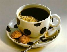 Coffee Vs Tea, Tea Latte, I Love Coffee, Coffee Art, Coffee Break, Coffee Drinks, Coffee Time, Morning Coffee, Coffee Cups