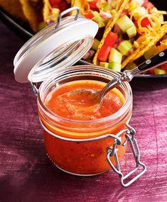 Grillezettparadicsom-salsa Moscow Mule Mugs, Wok, Pesto, Salsa, Dinner, Tableware, Ethnic Recipes, Cilantro, Dining