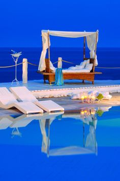 pool <3... love those ocean views from the daybed....I want to be there now........