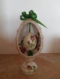 Easter Egg ♡ Egg Crafts, Easter Crafts, Arts And Crafts, Easter Presents, Craft Images, Faberge Eggs, Egg Art, Egg Decorating, Egg Shells