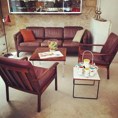New #60s corner at the shop with a nice 3 seats Danish sofa in the syle of Borge Mogensen + a pair of Fredrik Kayser armchairs edited by Vatne Mobler + a side table designed by Pierre Guariche edited by Steiner in 1954 + a gorgeous set for orangeade with pitcher and 8 cups typical from south of France in the 50s.