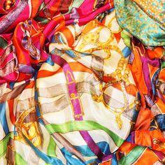 """""""Las grandes almas tienen voluntades; las débiles tan solo deseos.""""Proverbio chino BUENOS DÍAS Y FELIZ MIÉRCOLES!!!!! www.julunggul.com #julunggul_ moda y complementos de seda. silk accessories and fashion"""