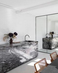 Luxury Kitchen Design, Luxury Interior Design, Interior And Exterior, Interior Decorating, Brown Kitchens, Cool Kitchens, Home Decor Kitchen, Kitchen Interior, Loft Interiors