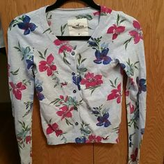 I just discovered this while shopping on Poshmark: Flower Hollister Sweater (M). Check it out!  Size: M